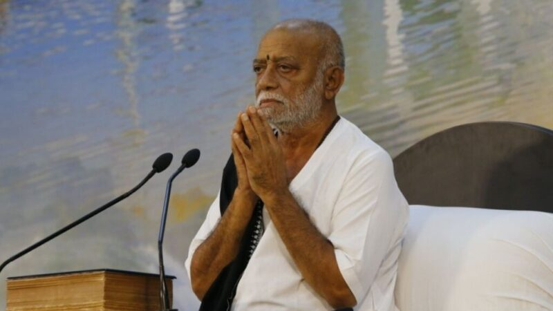 Morari Bapu extends financial support worth Rs. 1.25 lakh to Kerala flood victims